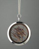 Amuletas su tamsiomis nendrėmis